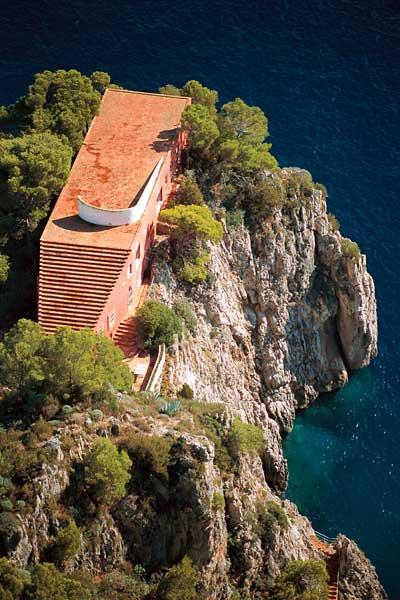 A house on the edge casa malaparte in capri no place for for Villa curzio malaparte