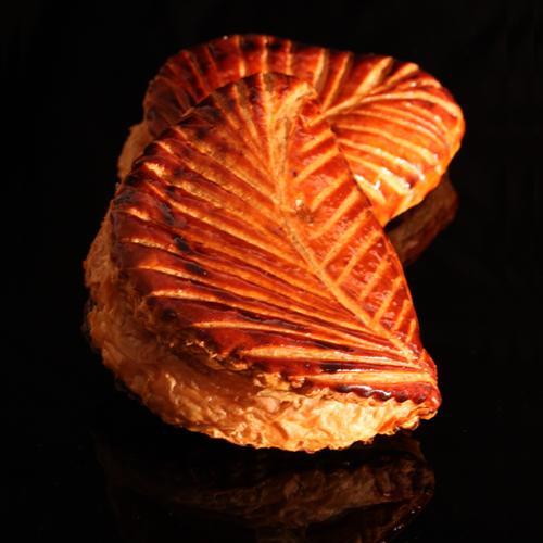 Best Chausson aux Pommes in Paris at Des Gateaux et du Pain writes Le