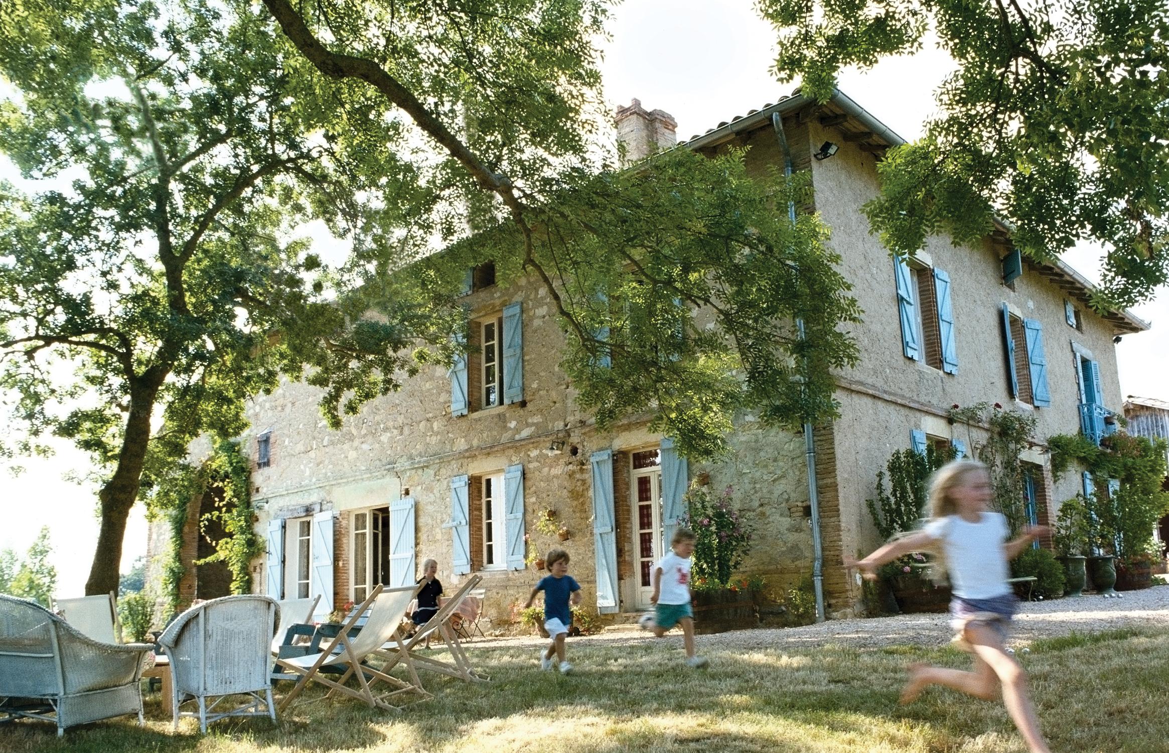 "French farmhouse ""La Castellane"" of designer Kathryn M Ireland. #frenchfarmhouse #frenchcountry #kathrynireland"