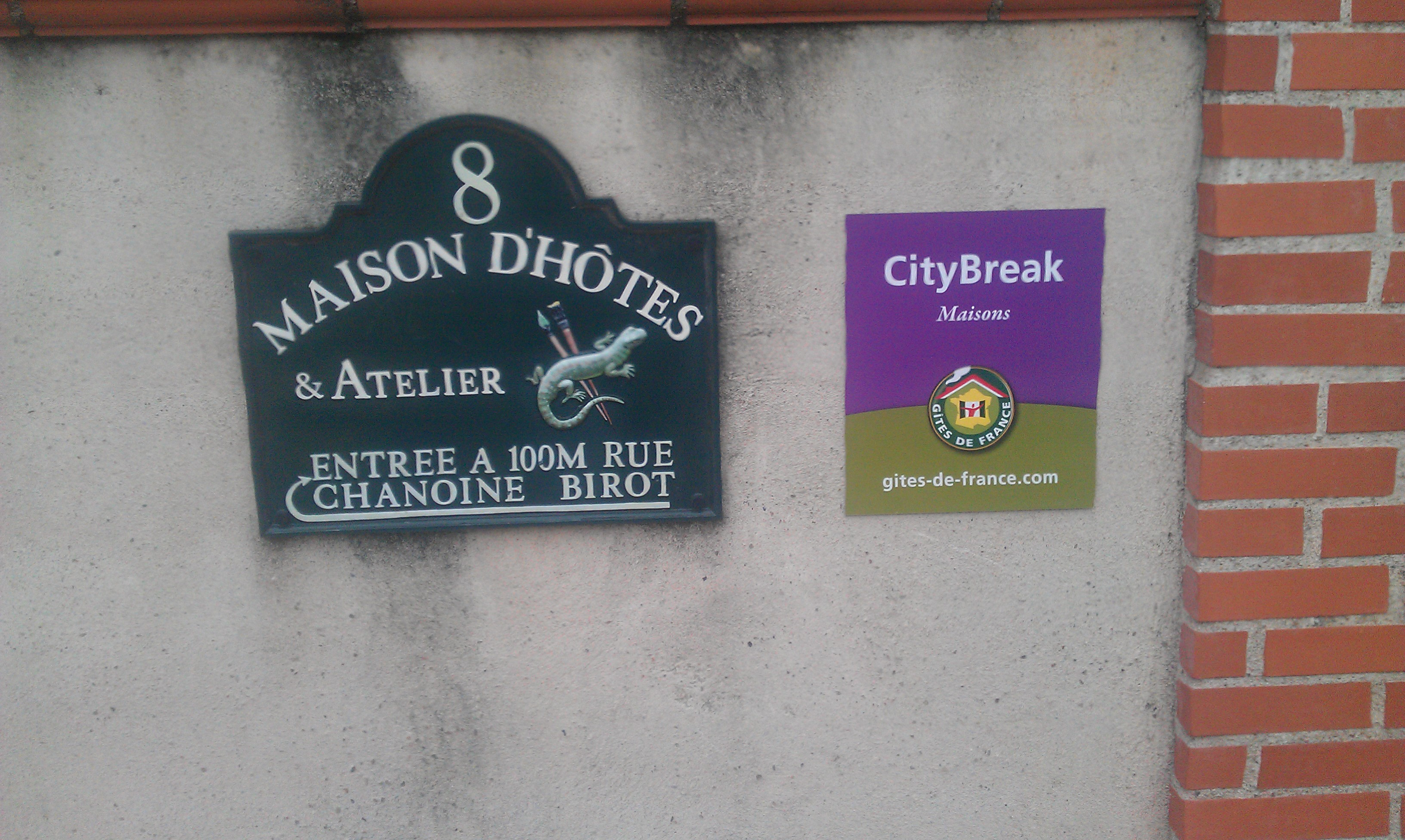 In Historic Albi Follow the Signs to Chambres d Hotes Pigne Bed