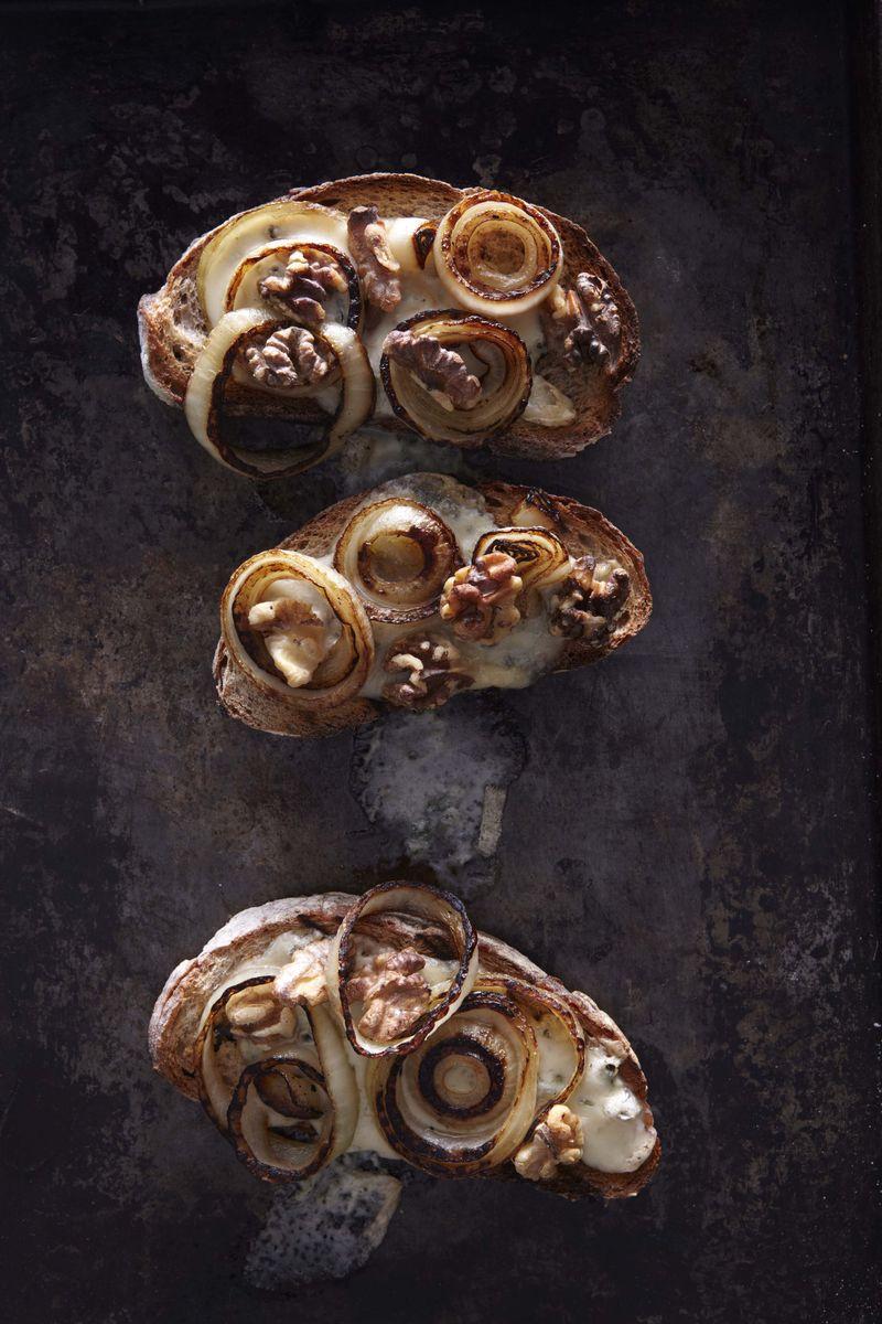 29_Gorgonzola and Walnut Crostini