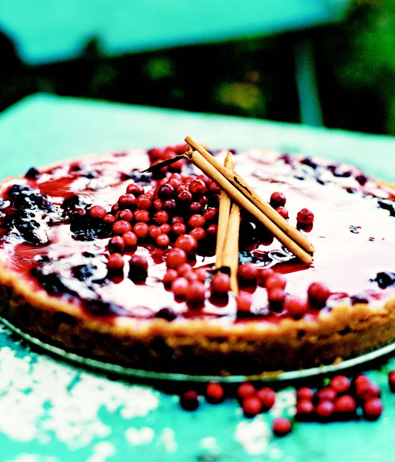 Lingonberry cheesecake
