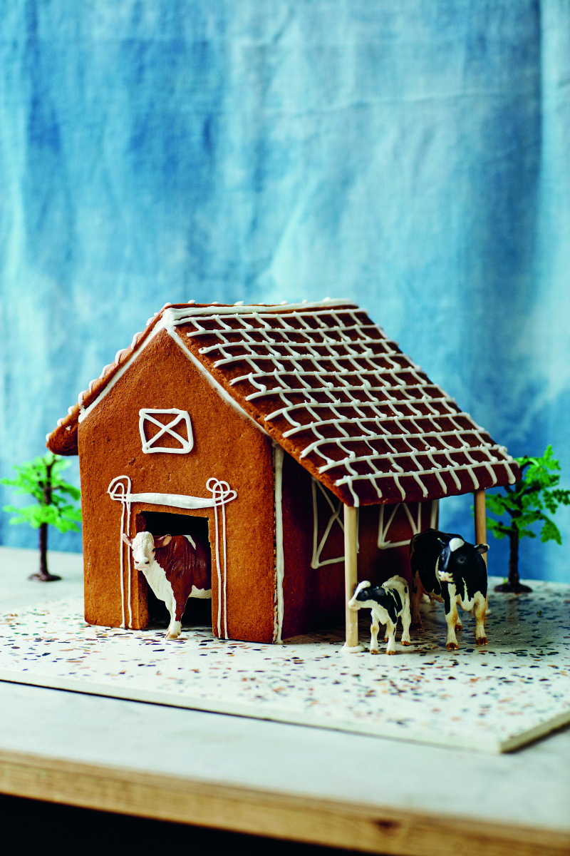 P104 GINGERBREAD COWBARN
